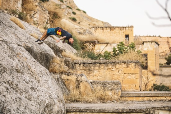 Dünyaca ünlü sporcudan Halfeti'de akrobasi şov