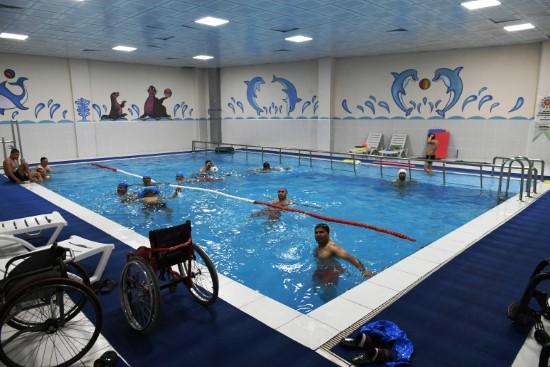 Engelli vatandaşlara özel yüzme havuzu