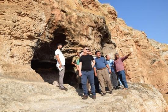 Kaymakam dereci ile Ekinci tarihi Hafeniş mağaralarını inceledi