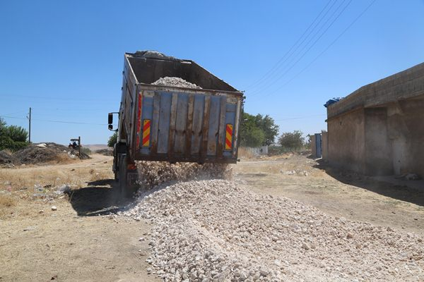 Kırsalda yol yapım çalışmalarına devam ediyor