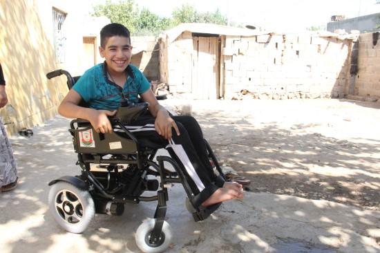 Okuluna artık akülü sandalyesi ile gidecek