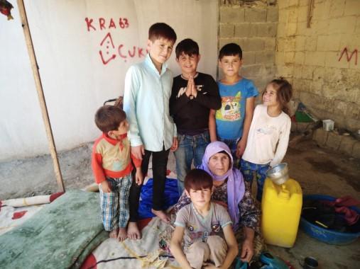 Suriyeli Zahide nine 7 torunuyla yaşam mücadelesi veriyor