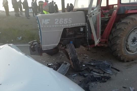Şanlıurfa'da otomobil ile traktör çarpıştı: 5 yaralı