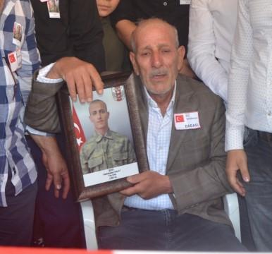 Şehit oğlunun mezarını ziyarete giden baba kazada hayatını kaybetti