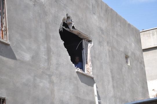 Basın mensuplarının üzerinden geçen havan mermisi bir eve isabet etti