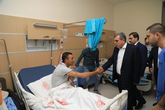 Başkan Beyazgül, yaralıları ziyaret etti