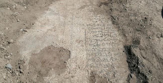 Roma dönemine ait 2 bin yıllık mozaikler ele geçirildi