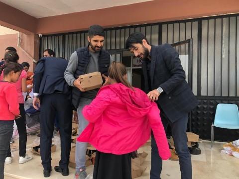 Şanlıurfa'daki ihtiyaç sahibi öğrencilere kışlık kıyafet dağıtıldı