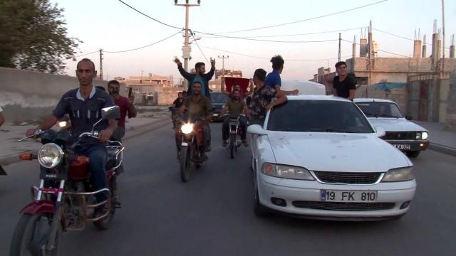 Sınırın iki yakasında Tel Abyad sevinci