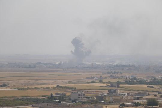 Teröristler lastik yakarak İHA'ların görüntü almasını engellemeye çalışıyor