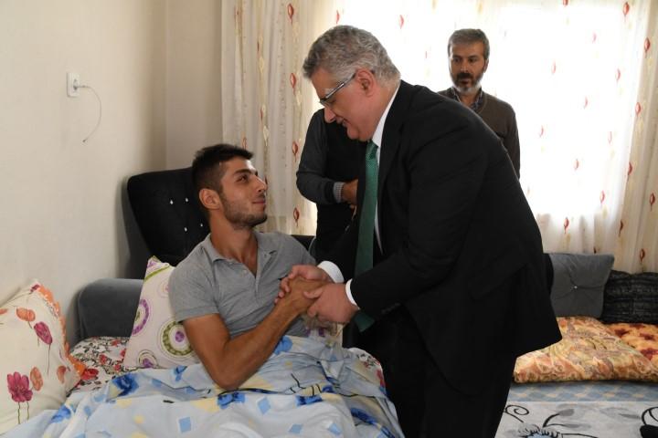 Vali Aykut Pekmez'den 'Barış Pınarı Harekatı' gazilerine ziyaret