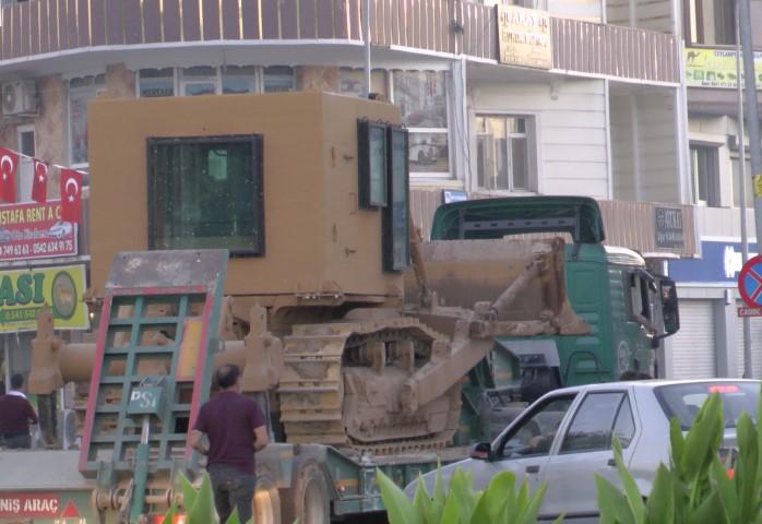 Ceylanpınar'a zıhlı askeri iş makinesi sevkiyatı