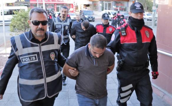 Telefon dolandırıcısı 2 kişi tutuklandı