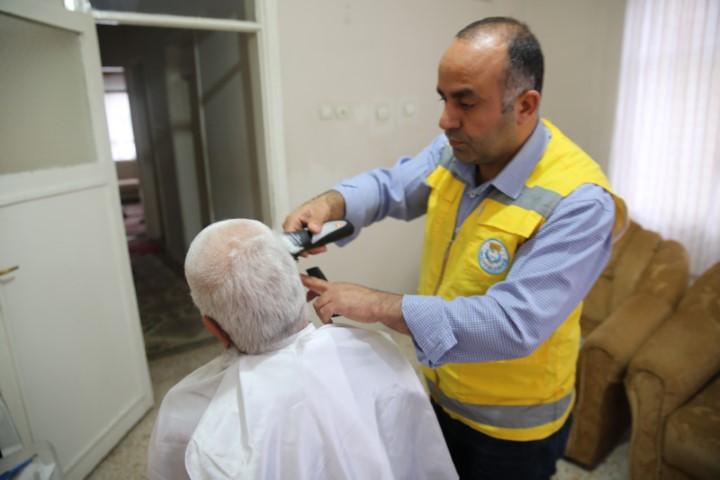 Canpolat, yaşlıların duasını alıyor(Video)