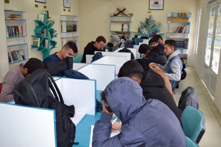 Gençler, Eyyübiye belediyesi ile geleceğe hazırlanıyor (Video)
