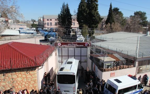 Adıyaman'dan 114 mahkum Şanlıurfa'ya nakledildi