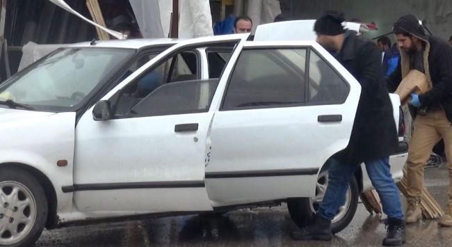 Araçtaki iki kardeşe silahlı saldırı: 1 ölü, 1 yaralı