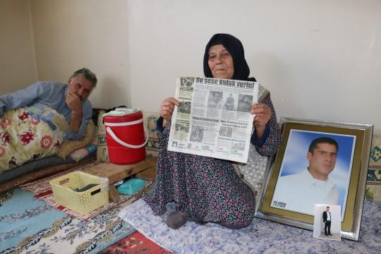 Cezaevindeki iki oğlundan biri yanarak ölen kadın yardım istedi
