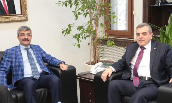Bakan yardımcısı Bağlı büyükşehir belediyesini ziyaret etti (Videolu Haber)
