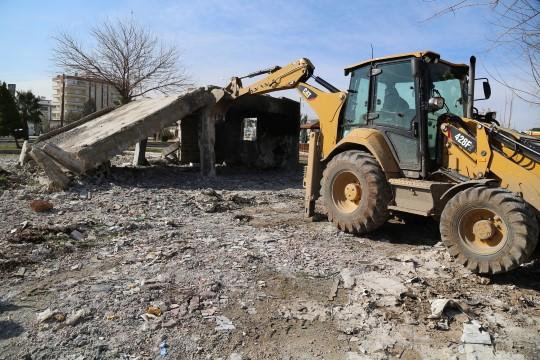 Haliliye'de metruk yapılar yıkılıyor (Videolu Haber)