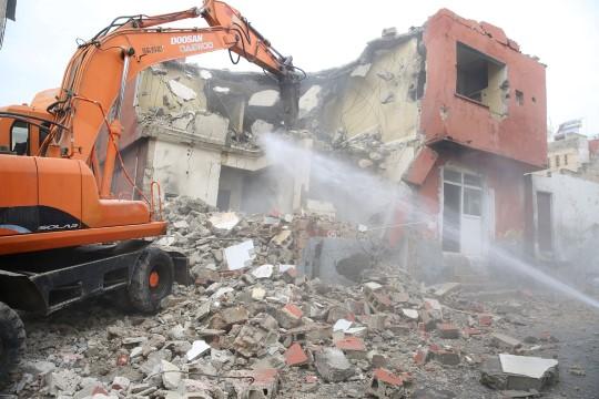 Haliliye'de metruk yapıların yıkımı sürüyor (Videolu Haber)