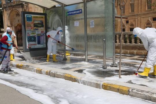 Eyyübiye belediyesi temizliyor, vatandaşlar teşekkür ediyor (Video)