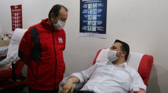AK Parti il Başkanı Yıldız'dan kan bağışına destek (video)