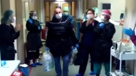 Korona virüsü yenen sağlık çalışanı tekrar görevine başladı