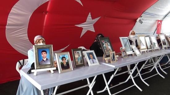 HDP önündeki ailelerin evlat nöbeti 301'inci gününde