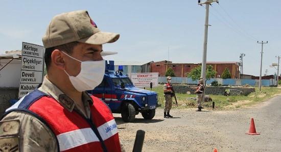 Şanlıurfa'da 11 bina ile bir unlu mamul satan iş yeri karantinaya alındı