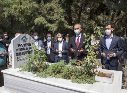 Adalet Bakanı Gül'den merhum milletvekili Yüksel'in kabrine ziyaret