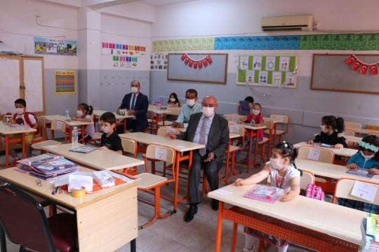 Mirkelam öğrencilerin okul heyecanına ortak oldu