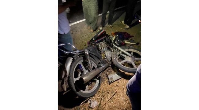 Motosiklet traktör römorkuna arkadan çarptı: 2 yaralı (Videolu Haber)