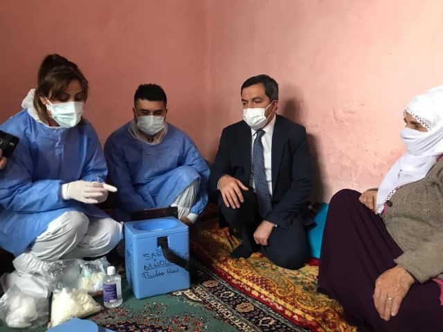 Malatya'da sağlık müdürü Covid 10 aşı çalışmalarını denetledi