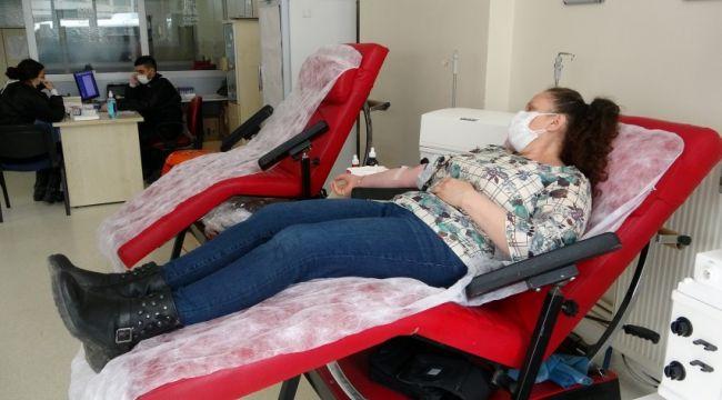 Pandemiye rağmen kan stokları dolu