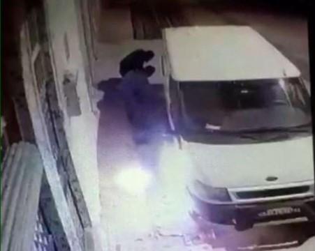 Şanlıurfa'da minibüsün kundaklanma anı kamerada (Videolu Haber)