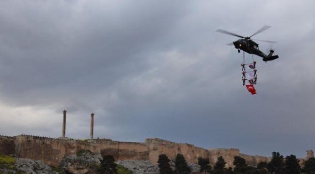 Jandarmanın gözbebeği Balıklıgöl semalarında şov yaptı (video)