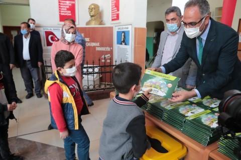 Şanlıurfa'da 15 bin öğrenciye çevreci çocuk eğitim seti dağıtıldı
