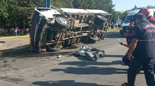 Meşrubat kamyoneti motosikletli çifte çarptı: 1 ölü, 2 yaralı