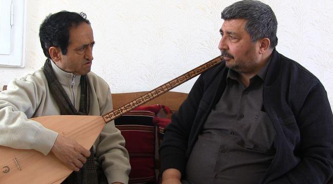 Ozan Reşat, 40 yıldır Türkiye'yi dolaşıyor
