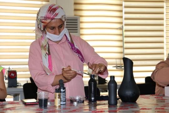 Şanlıurfalı kadınlar boş zamanlarını kurslarda değerlendiriyor ( Video Haber )
