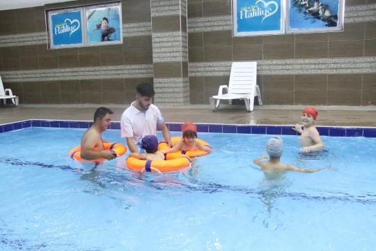 """Haliliye'de """"engelsiz"""" yüzme havuzu"""