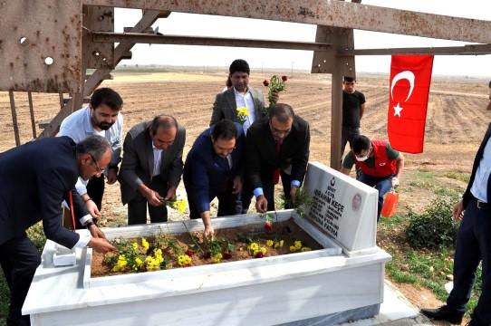 Sınırda 59 yıl sonra bulunan şehidin mezarı onarıldı ( Video Haber )